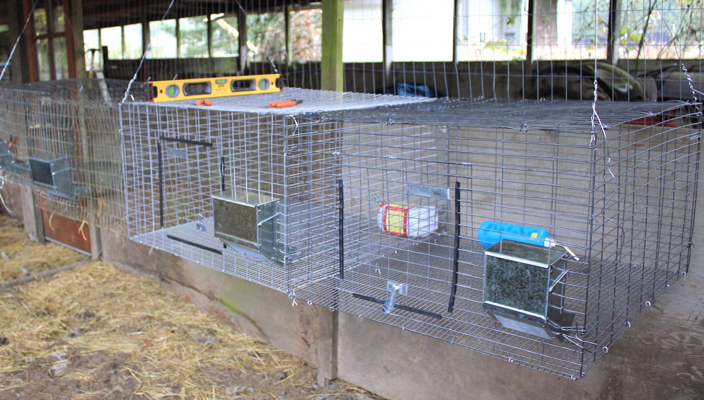 Hanging rabbit cages - How to make a rabbit cage ...